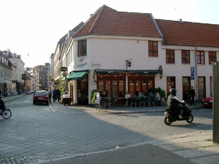 Cafe Vestergade, where the waitresses look good